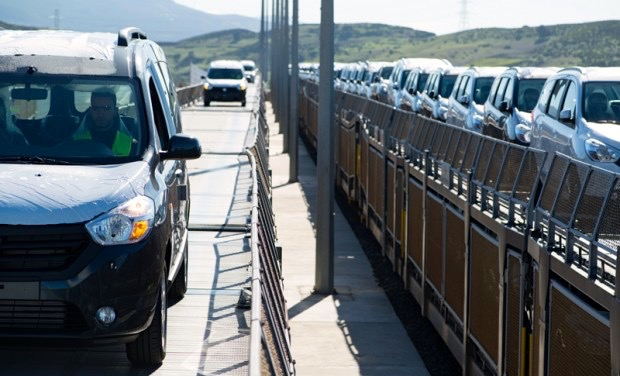 channel-tunnel-provides-overnight-car-delivery