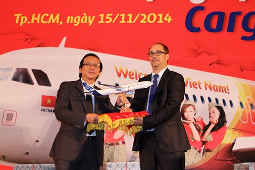CEO of Vietjet Air Cargo Do Xuan Quang and Patrick Pelletier Sales Director of Airbus Group