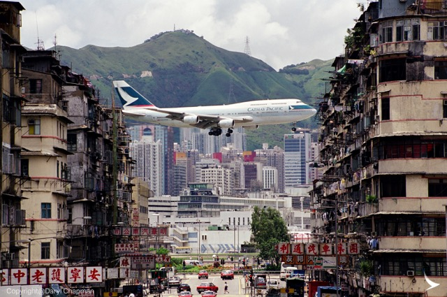 Cathay 747 approaching Kai Tak airport